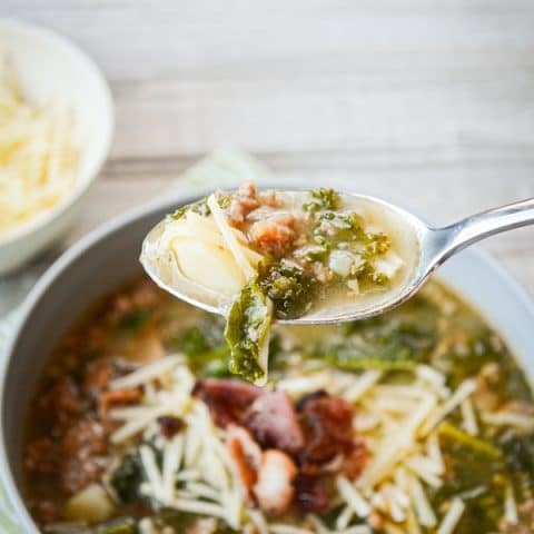 Why go out to eat when you can make it yourself at home? You're just going to love this Olive Garden Copycat INSTANT POT Zuppa Toscana. That's right, INSTANT POT! It doesn't get easier than this.
